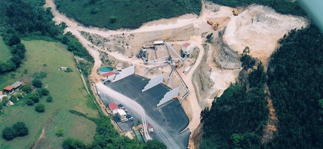 Vista aerea de la planta de produccion en montaje